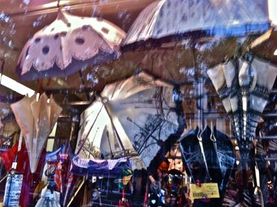 The window of Parapluies Simon in Paris
