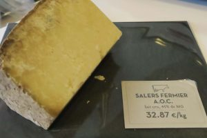 Salers, a semi-hard cheese from Auvergne, is an excellent gift from Paris.